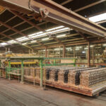 Pracovník vo fabrike dlažby Ref, 2-NL