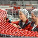 Pracovník v produkcii Coca-Cola . Ref, 8-DE