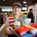 Pracovník McDonalds. Ref, 8-DE